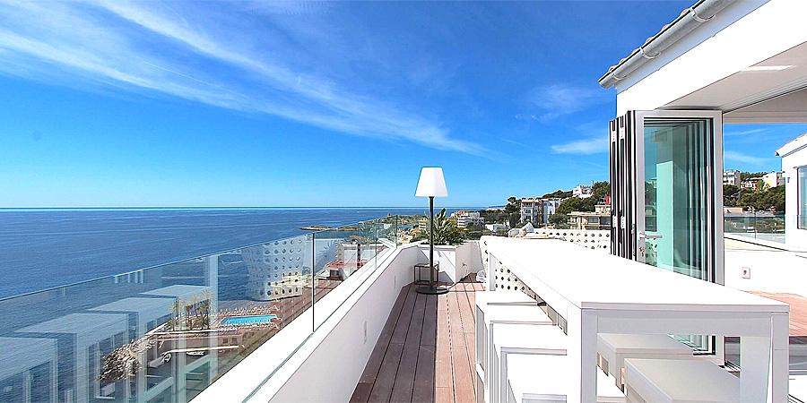 einzigartiges luxus duplex penthouse mit atemberaubendem meerblick in 1a lage direkt am strand. Black Bedroom Furniture Sets. Home Design Ideas